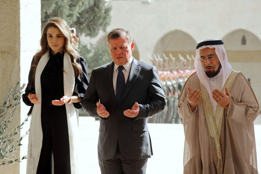 La reine Rania de Jordanie s'est recueillie ce lundi 14 novembre sur la tombe de son beau-père l'ancien roi Hussein II. Quelques jours plus tôt, elle apparaissait sur les réseaux sociaux en maman heureuse.