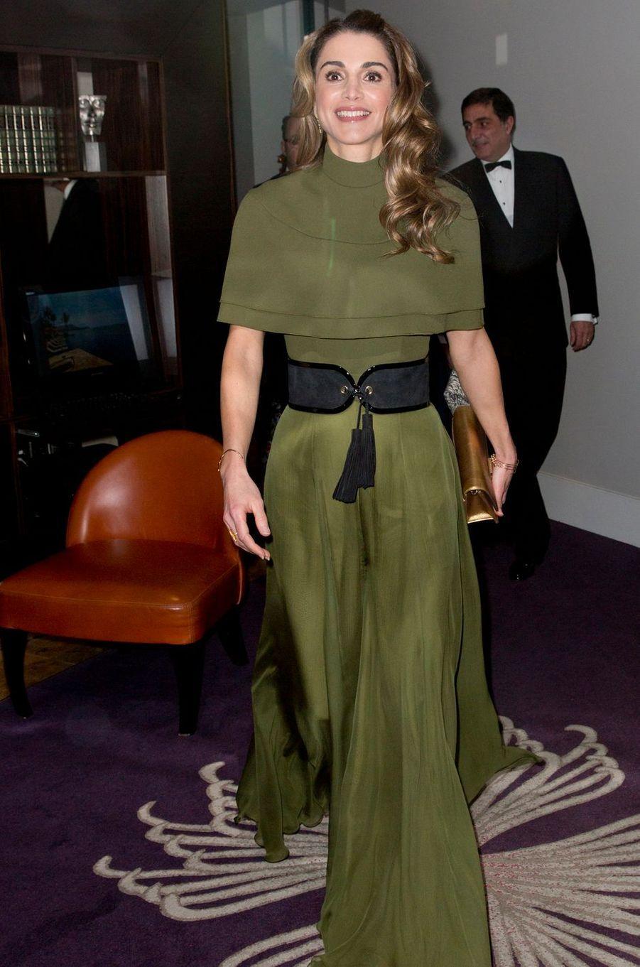 La plus radieuse - La reine Rania de Jordanie était à Londres ce mardi 29 novembre pour recevoir le premier Prix humanitaire de la Foreign Press Association. Et elle l'a dédié aux Jordaniens.