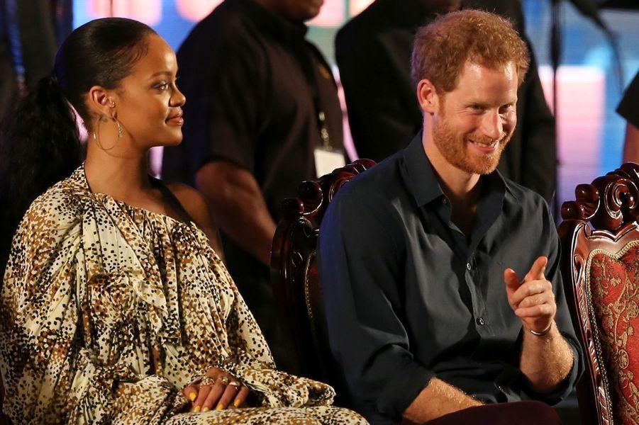 La plus people - Le prince Harry a retrouvé la chanteuse Rihanna pour célébrer le 50ème anniversaire de l'Indépendance de la Barbade, ce mercredi 30 novembre.