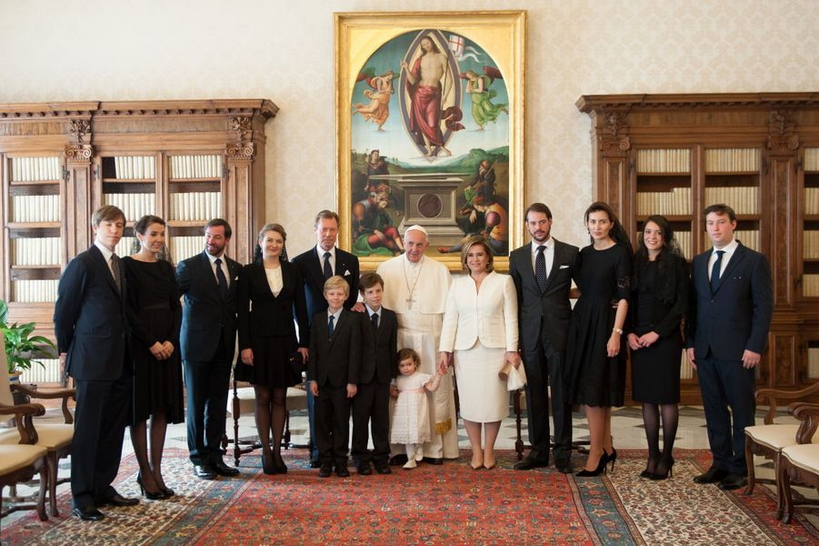La famille du Grand-Duché du Luxembourg, réunie au grand complet, s'est rendue au Vatican pour y rencontrer ce lundi 21 mars le pape François.Chaque dimanche, le Royal Blog de Paris Match vous propose de voir ou revoir les plus belles photographies de la semaine royale.
