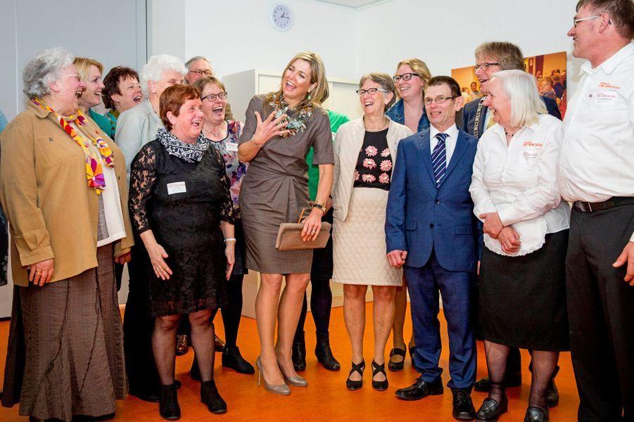 En visite ce mercredi 30 mars à Nieuwer-Ter-Aa, la reine Maxima des Pays-Bas ne s'est pas privée de se laisser aller à la bonne humeur.Chaque dimanche, le Royal Blog de Paris Match vous propose de voir ou revoir les plus belles photographies de la semaine royale.