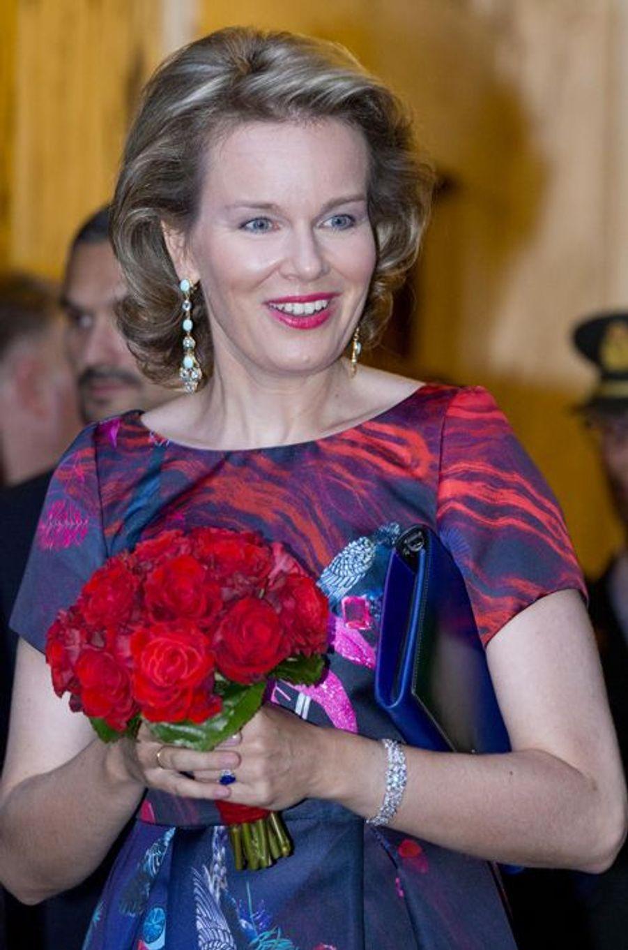 La reine Mathilde de Belgique, accompagnée du roi Philippe, au palais des Arts de Bruxelles pour la fête nationale, 20 juillet 2015