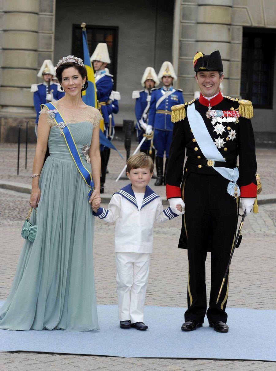 Le prince Christian de Danemark avec la princesse Mary et le prince héritier Frederik à Stockholm, le 19 juin 2010