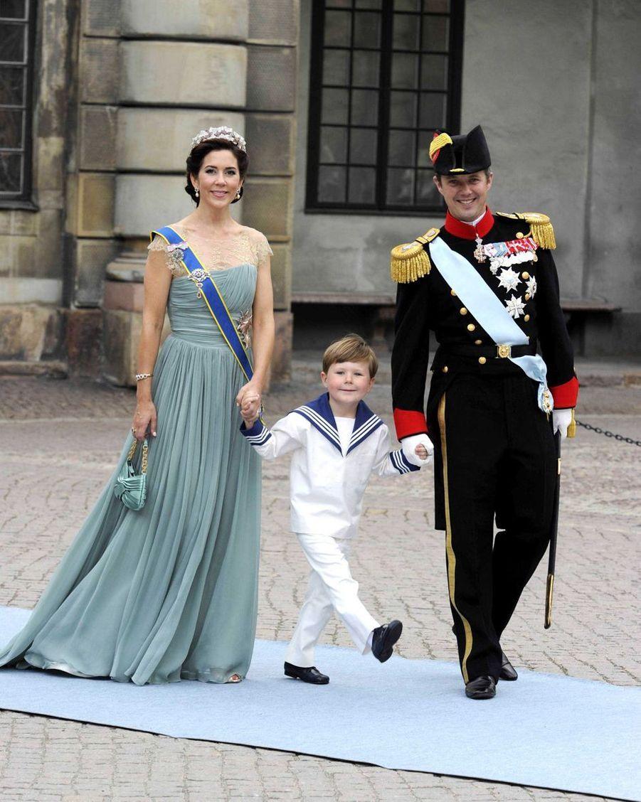 Le prince Christian de Danemark avec ses parents la princesse Mary et le prince héritier Frederik à Stockholm, le 19 juin 2010
