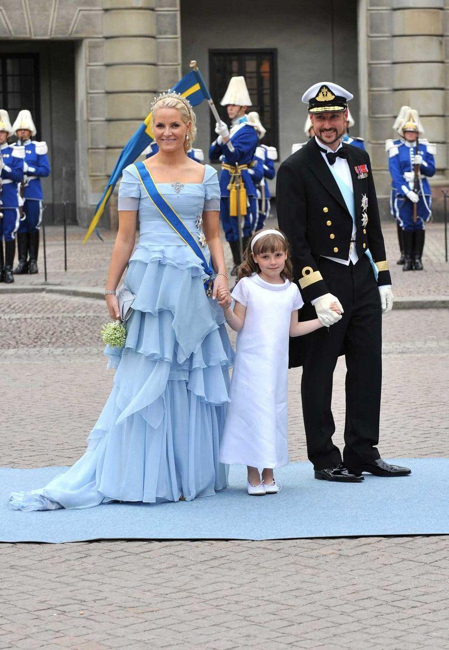La princesse Ingrid Alexandra de Norvège avec ses parents la princesse Mette-Marit et le prince héritier Haakon à Stockholm, le 19 juin 2010