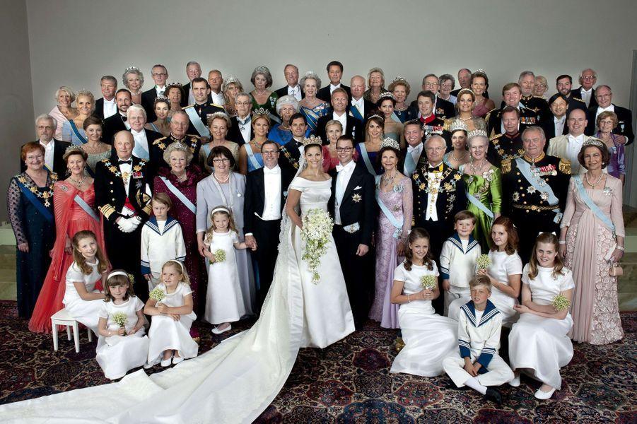 La princesse Catharina-Amalia des Pays-Bas, la princesse Ingrid Alexandra de Norvège et le prince Christian de Danemark au mariage de la princesse Victoria de Suède, leur marraine, à Stockholm le 19 juin 2010