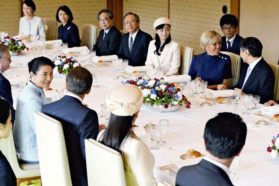 Brigitte Macron encadrée par l'empereur Naruhito et la princesse Kako du Japon à Tokyo, le 27 juin 2019