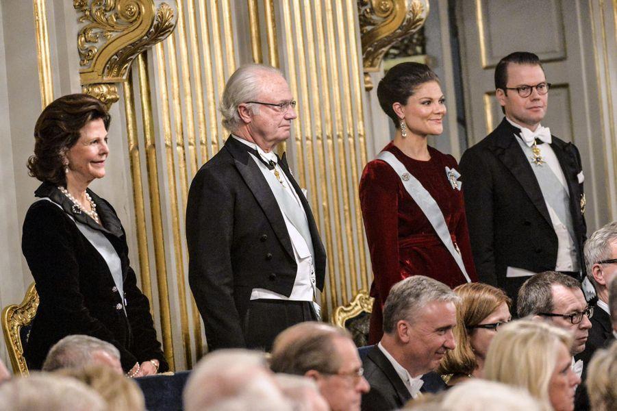 La reine Sonja, le roi Carl XVI Gustaf, la princesse Victoria et le prince Daniel à l'Académie suédoise à Stockholm, le 20 décembre 2014