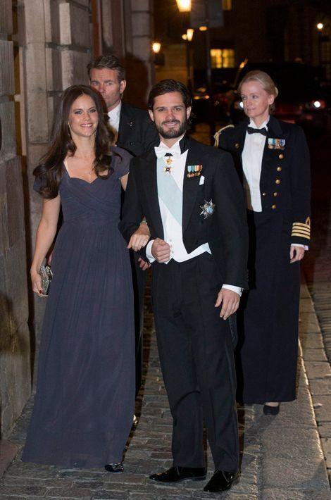 Le prince Carl Philip de Suède et sa fiancée Sofia Hallqvist à l'Académie suédoise à Stockholm, le 20 décembre 2014