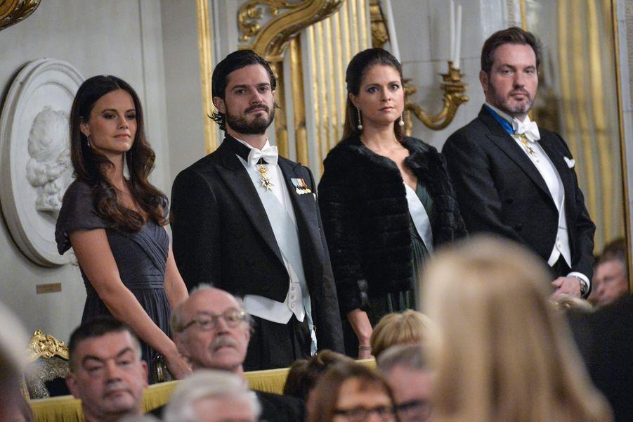 Le prince Carl Philip de Suède, Sofia Hallqvist, la princesse Madeleine et Christopher O'Neill à l'Académie suédoise à Stockholm, le 20 décemb...