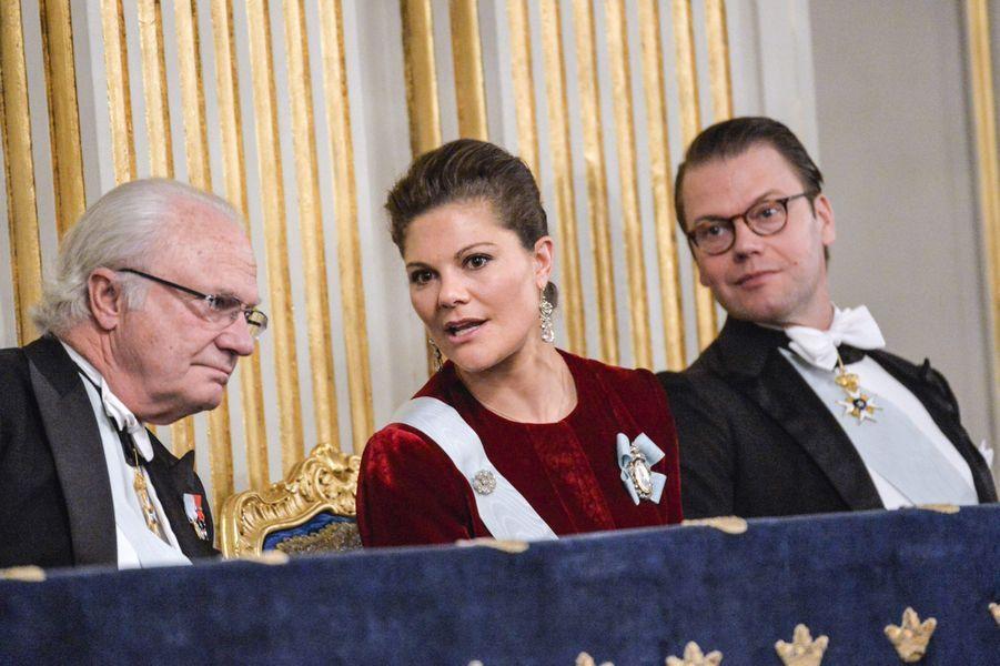 Le roi Carl XVI Gustaf de Suède, la princesse Victoria et le prince Daniel à l'Académie suédoise à Stockholm, le 20 décembre 2014