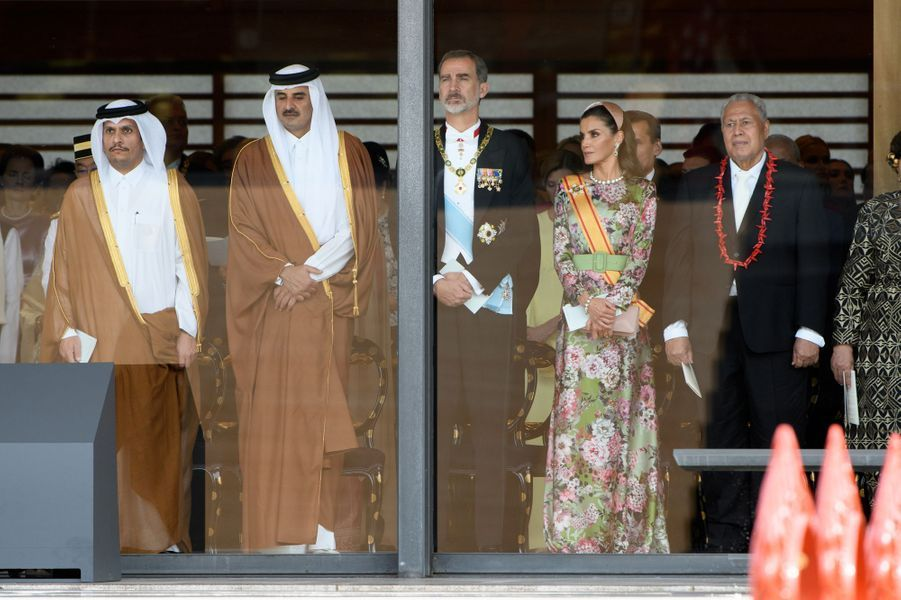 L'émir du Qatar le cheikh Tamim bin Hamad al-Thani avec le roi Felipe VI et la reine Letizia d'Espagne à Tokyo, le 22 octobre 2019
