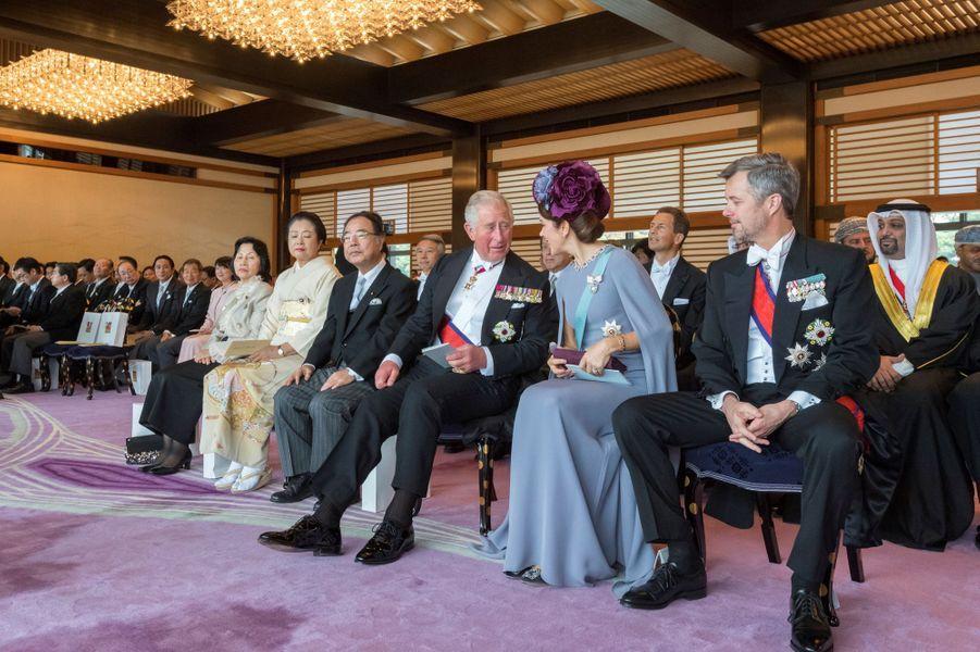 Le prince Charles d'Angleterre avec la princesse Mary et le prince héritier Frederik de Danemark à Tokyo, le 22 octobre 2019