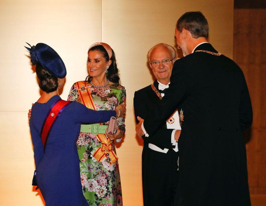 La princesse héritière Victoria et le roi Carl XVI Gustaf de Suède avec la reine Letizia et le roi Felipe VI d'Espagne à Tokyo, le 22 octobre 2019