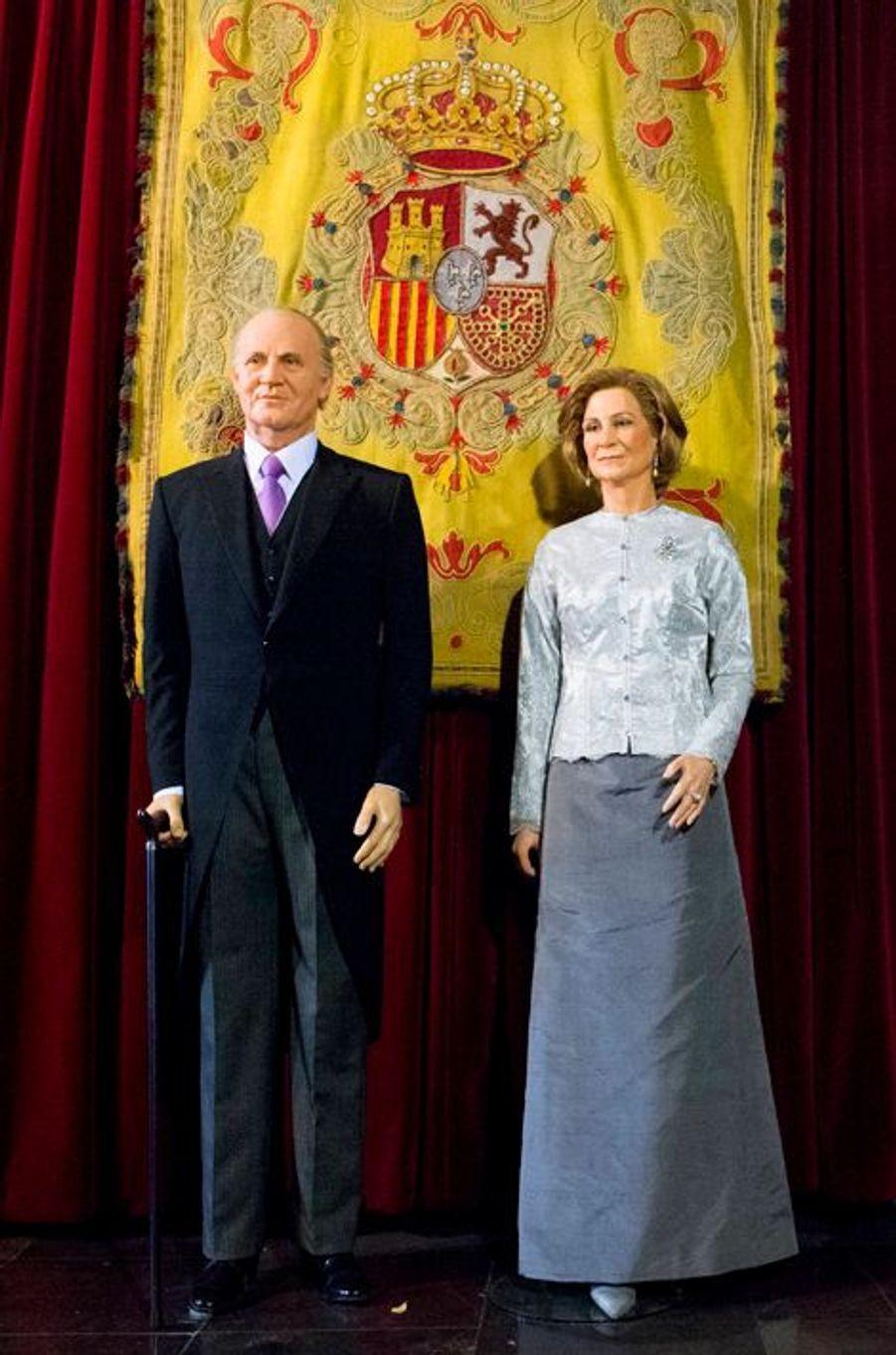 Les statues de cire de l'ancien roi Juan Carlos et de l'ancienne reine Sofia au Museo de Cera à Madrid, le 12 octobre 2014