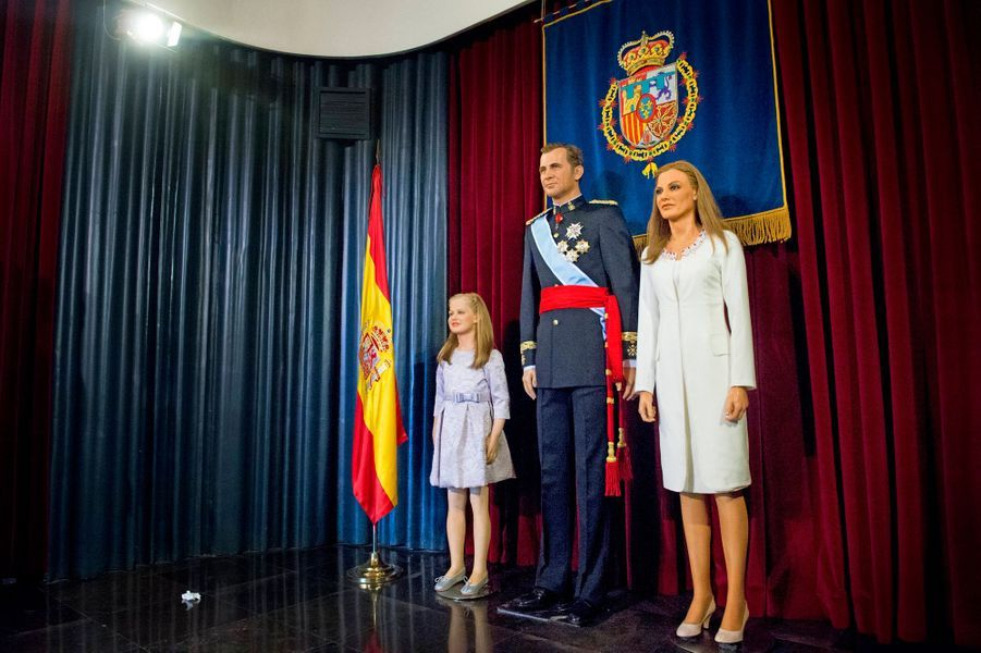 Les statues de cire du roi Felipe VI, de la reine Letizia et de la princesse Leonor au Museo de Cera à Madrid, dévoilées le 12 octobre 2014