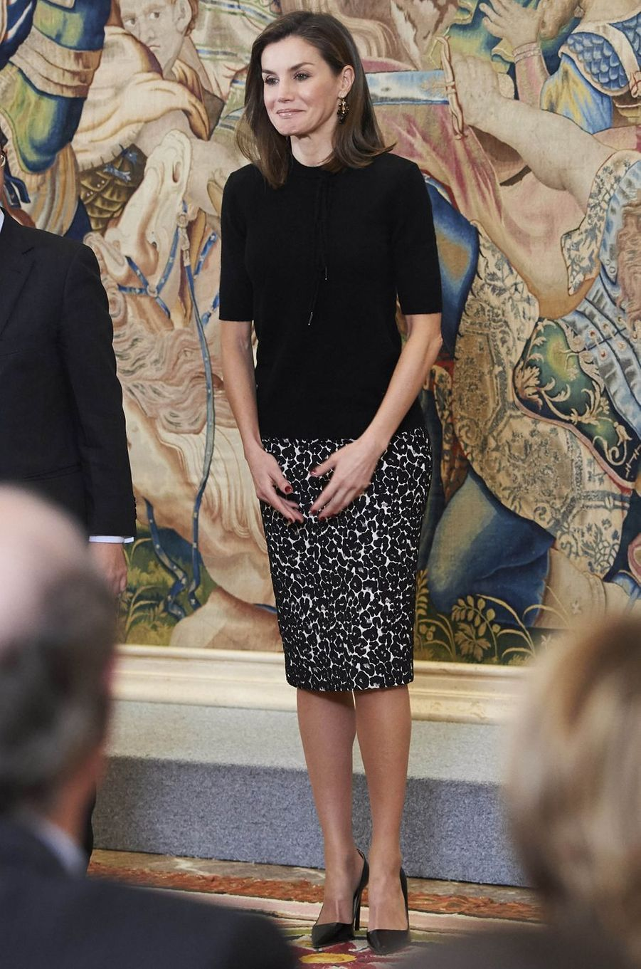 La reine Letizia d'Espagne dans une jupe Roberto Verino à Madrid, le 9 février 2018