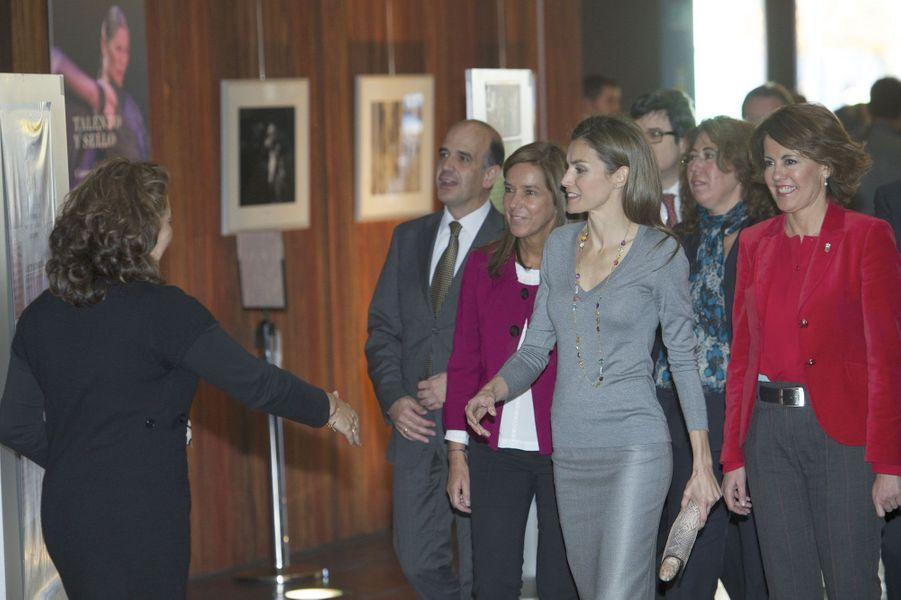 Letizia, radieuse pour honorer les bénévoles espagnols
