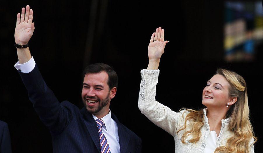 """Guillaume et Stéphanie se sont dit """"Oui"""" ce vendredi à l'Hôtel de Ville de Luxembourg. A la sortie de la mairie, ils ont pu profiter de la joie des citoyens luxembourgeois, venus les applaudir en grand nombre. Revivez en images ce moment rempli d'émotion."""