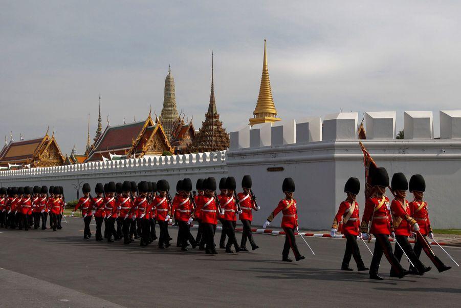 Maha Vajiralongkorn Officiellement Proclamé Roi De Thaïlande 1