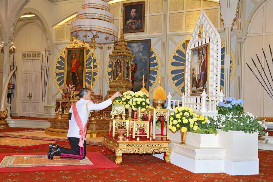 Maha Vajiralongkorn Officiellement Proclamé Roi De Thaïlande 10