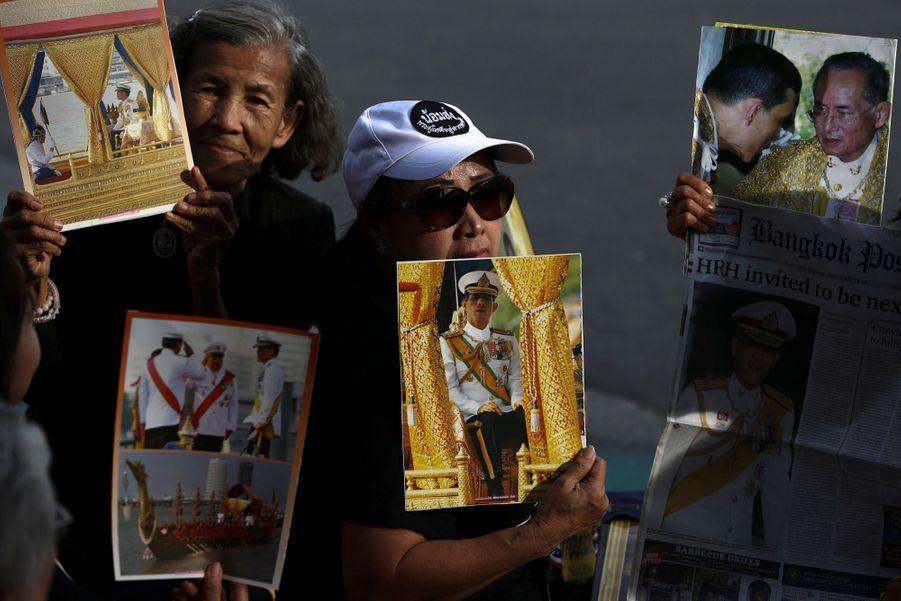 Maha Vajiralongkorn Officiellement Proclamé Roi De Thaïlande 12