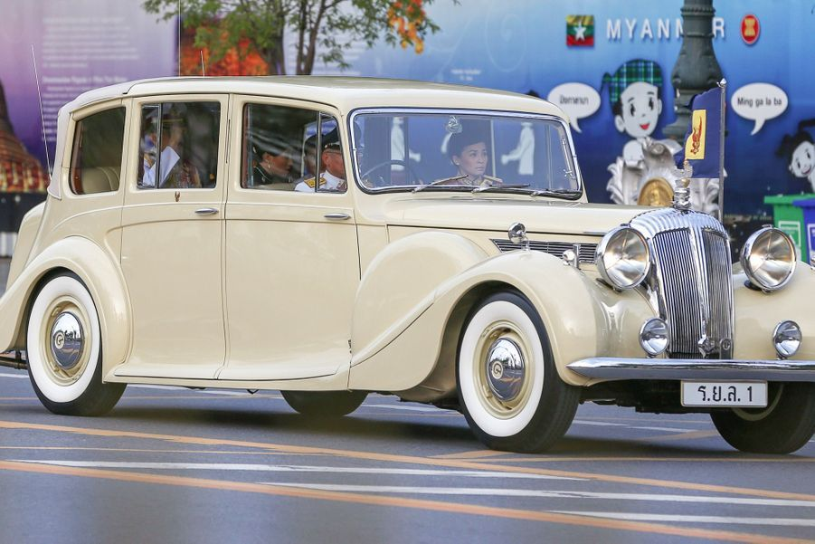Maha Vajiralongkorn Officiellement Proclamé Roi De Thaïlande 13