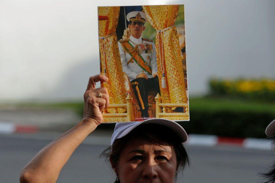 Maha Vajiralongkorn Officiellement Proclamé Roi De Thaïlande 14