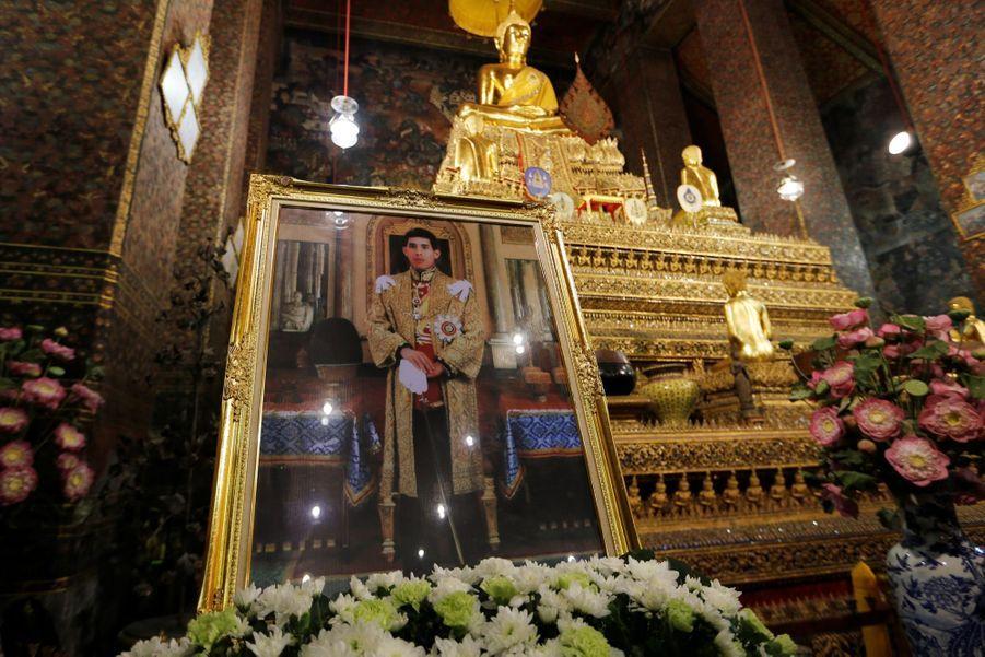 Maha Vajiralongkorn Officiellement Proclamé Roi De Thaïlande 15