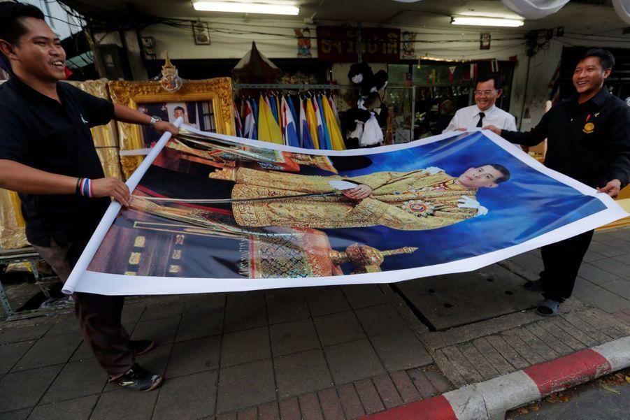 Maha Vajiralongkorn Officiellement Proclamé Roi De Thaïlande 2