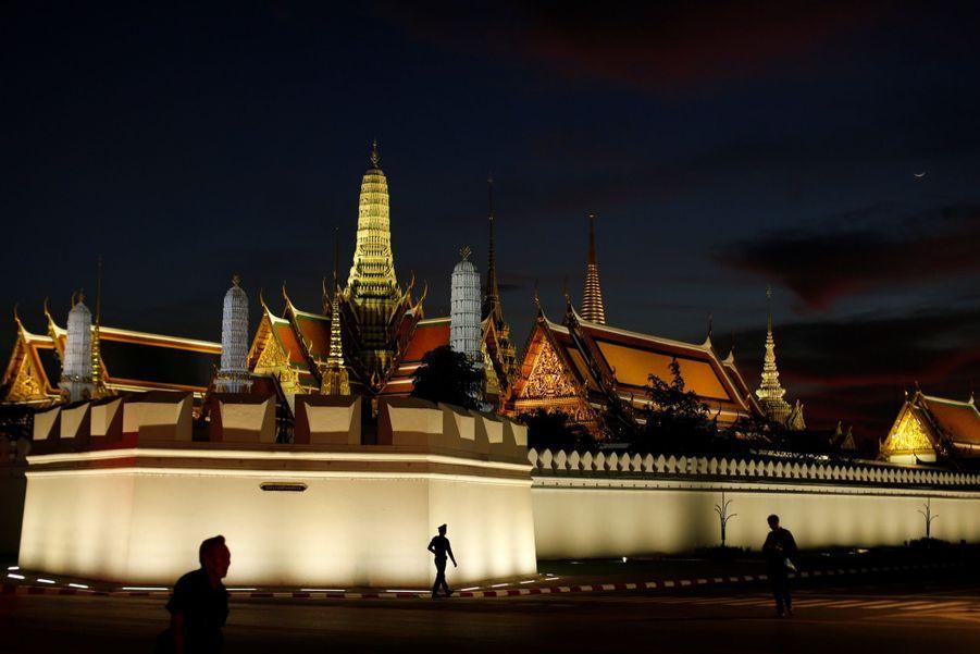 Maha Vajiralongkorn Officiellement Proclamé Roi De Thaïlande 5