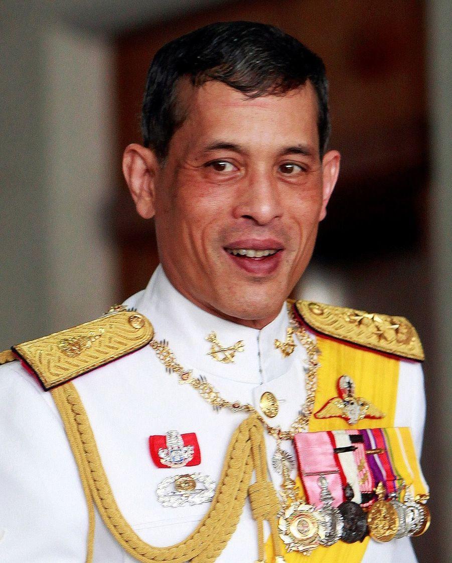 Maha Vajiralongkorn Officiellement Proclamé Roi De Thaïlande 6
