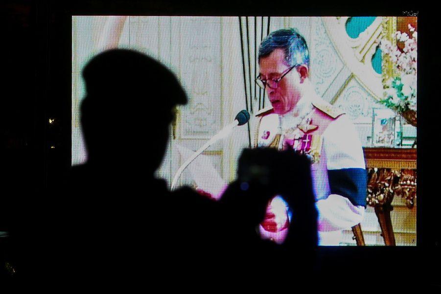 Maha Vajiralongkorn Officiellement Proclamé Roi De Thaïlande 8
