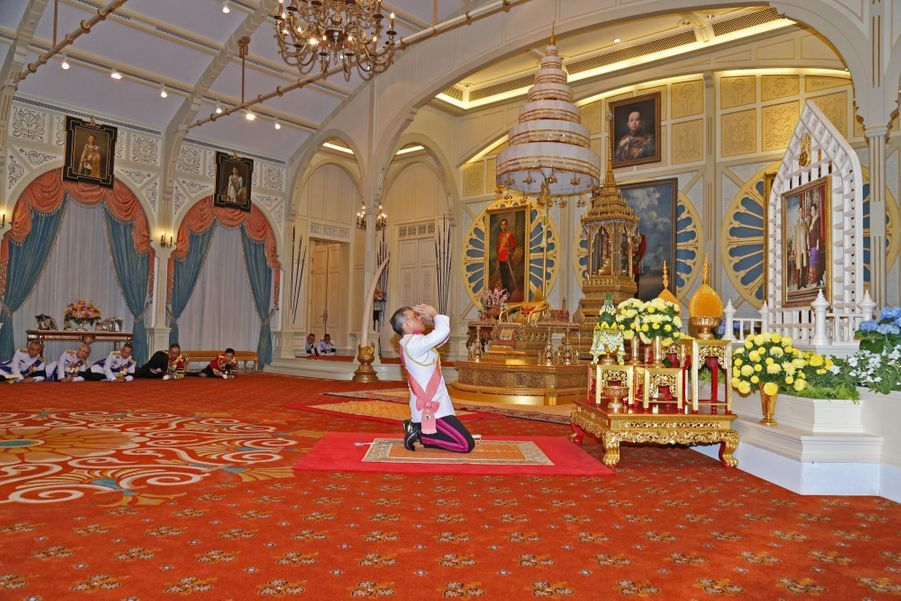 Maha Vajiralongkorn Officiellement Proclamé Roi De Thaïlande 9
