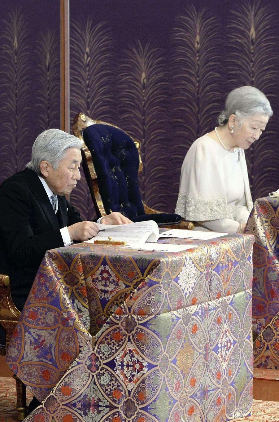 L'empereur Akihito du Japon et l'impératrice Michiko à Tokyo, le 11 janvier 2017
