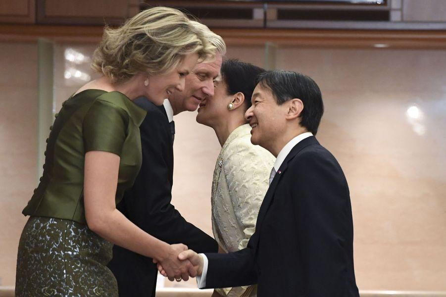 La reine Mathilde et le roi Philippe de Belgique avec la princesse Masako et le prince Naruhito du Japon à Tokyo, le 13 octobre 2016