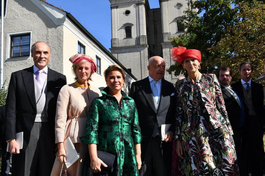 La grande-duchesse Maria Teresa de Luxembourg encadrée de la princesse Astrid de Belgique et du prince Lorenz et des parents de la mariés, à Niederalteich le 29 septembre 2018