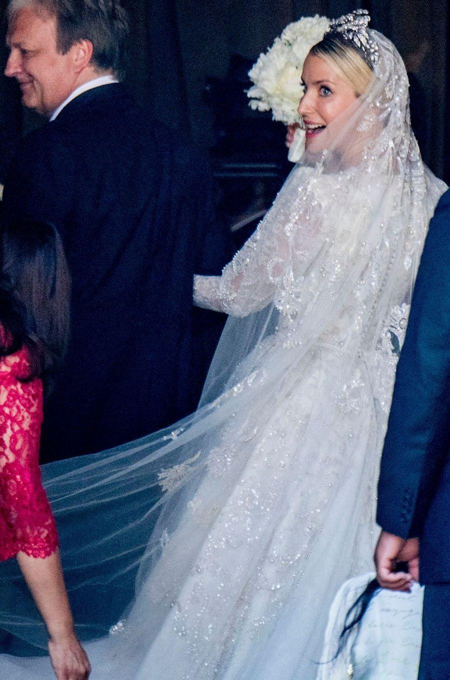 Ekaterina Malysheva avait une robe et un voile brodés de perles et sequins pour son mariage le 8 juillet 2017