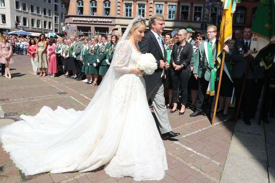 Ekaterina Malysheva dans une robe de Sandra Mansour lors de son mariage avec le prince Ernst August de Hanovre junior, le 8 juillet 2017