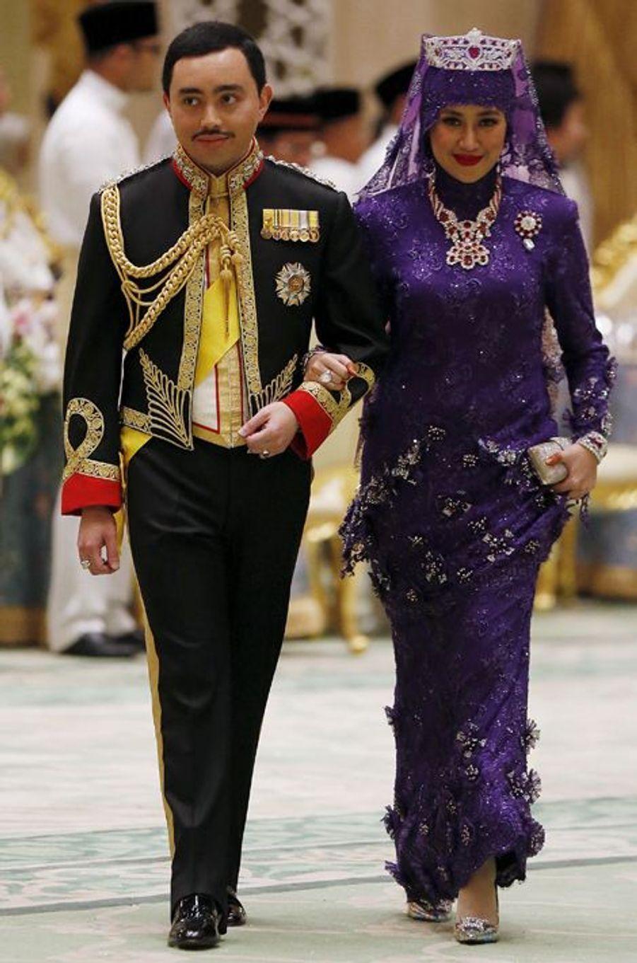 Les jeunes mariés lors du banquet au Sultanat de Brunei, le 12 avril 2015