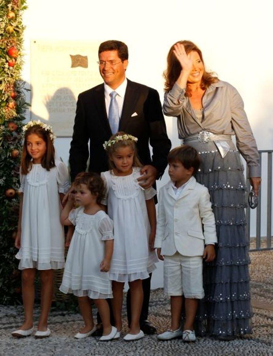 La sœur de Nikolaos, la princesse Alexia - l'ainée des enfants de Constantin et Anne-Marie -, son mari Carlos Morales Quintana et leurs enfants.
