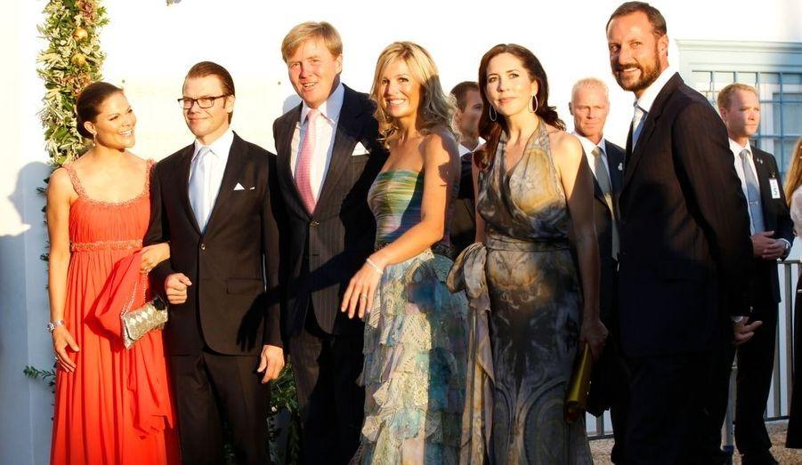 Les grandes monarchies d'Europe étaient présentes au mariage du Prince Nikolaos et de Tatiana/ Sur cette photo, de gauche à droite: La princesse Victoria et le prince Daniel de Suède, le prince Willem-Alexander et la princesse Maxima des Pays-Bas, la princesse Mary de Danemark et le prince Haakon de Norvège.