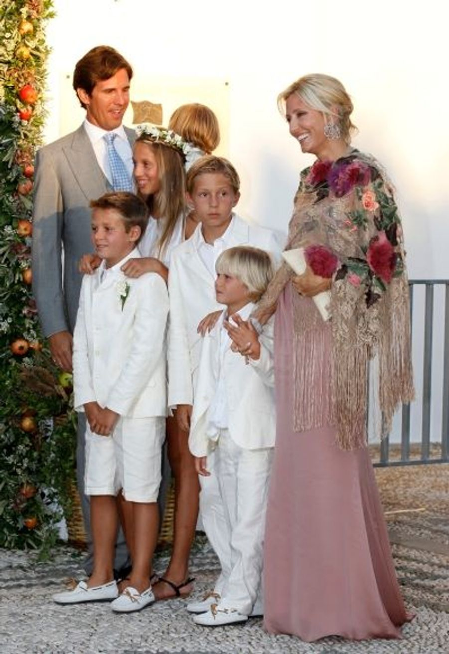 Le Prince Pavlos - second enfant du couple royal grec -, la princesse Marie Chantal et leurs enfants.