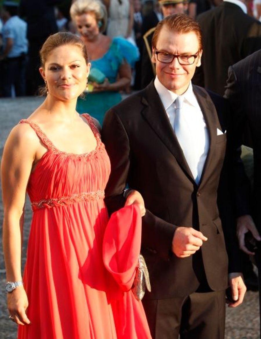 La princesse Victoria et le prince Daniel de Suède, récemment mariés eux aussi.