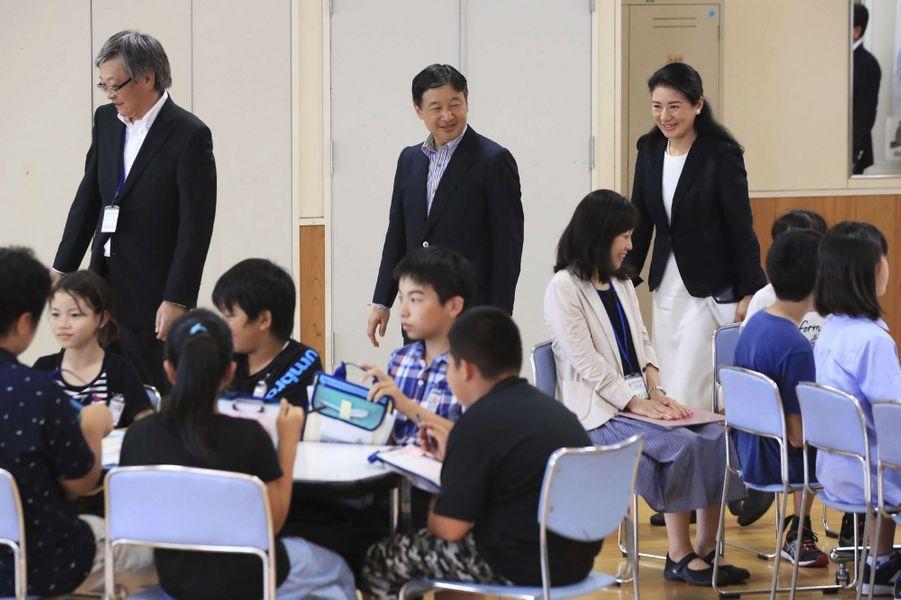 La princesse Masako et le prince Naruhito du Japon visitent une école à Katagami, le 11 juillet 2017