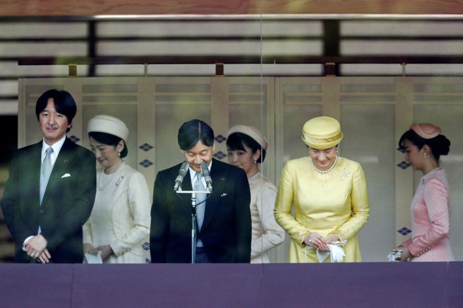 L'empereur Naruhito du Japon et l'impératrice Masako avec le prince Akishino et les princesses Kiko, Mako et Kako à Tokyo, le 4 mai 2019