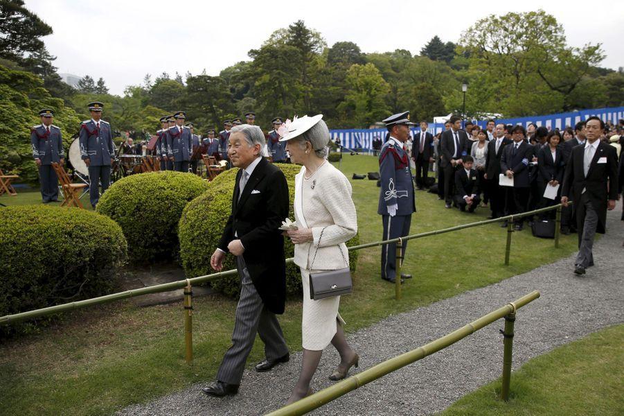 L'impératrice Michiko et l'empereur Akihito du Japon à Tokyo, le 27 avril 2016