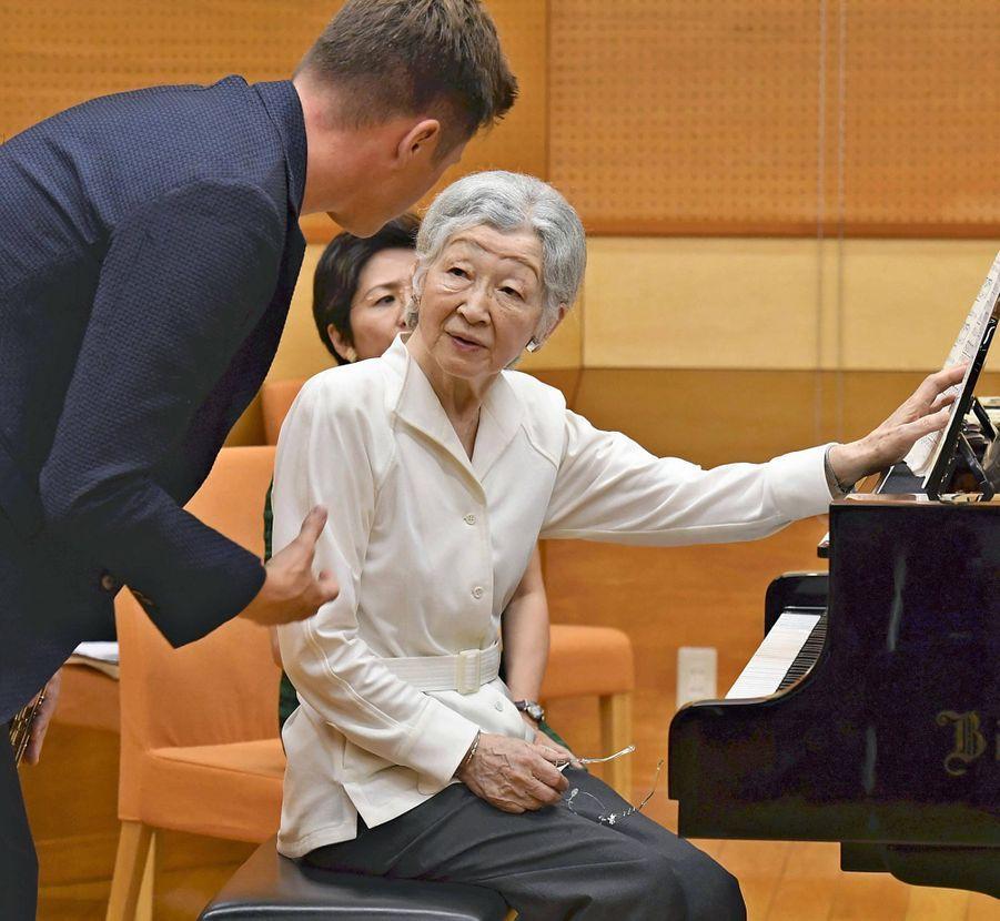 L'impératrice émérite du Japon Michiko et le flutiste autrichien Karl-Heinz Schütz à Kusatsu, le 27 août 2019