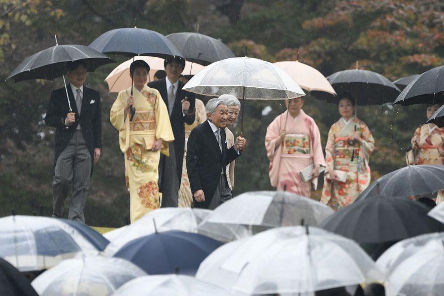 L'empereurAkihito et l'impératrice Michiko du Japon avec la famille impériale à Tokyo, le 9 novembre 2018