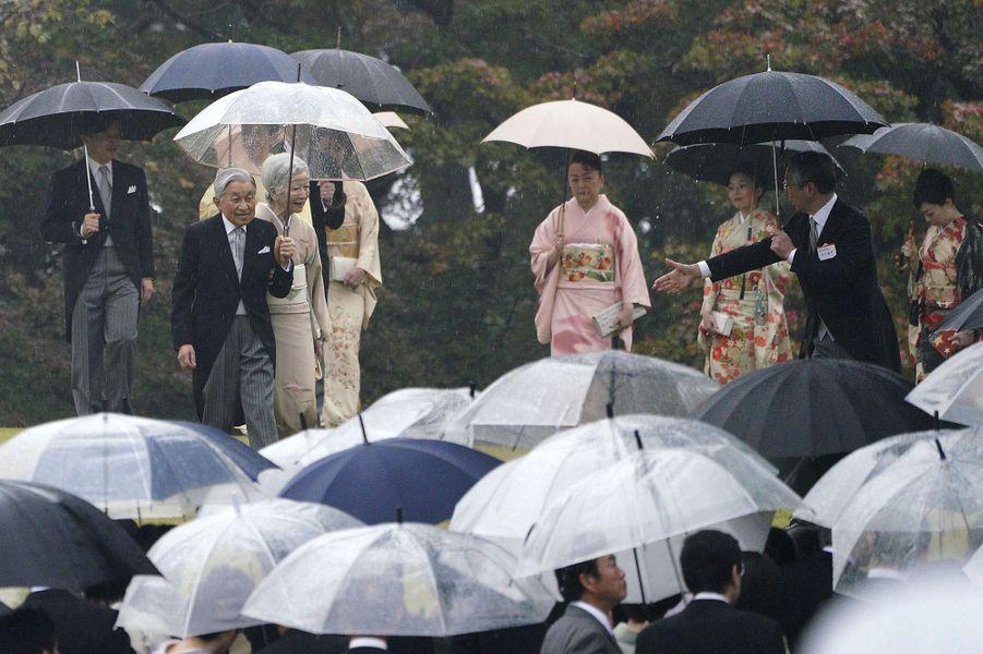 L'empereurAkihito du Japon et l'impératrice Michiko avec la famille impériale à Tokyo, le 9 novembre 2018